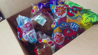 Unboxing My DELICIOUS😋 Jamaican Snack Box by Jamaica Care Packages