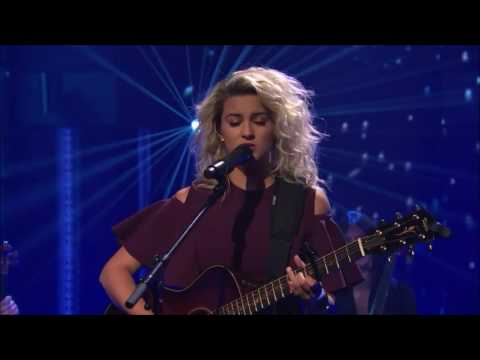 Tori Kelly Performs Hallelujah | Late Night: Seth Meyers