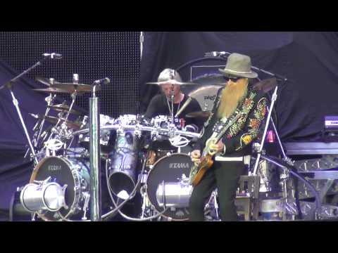 ZZ Top - Got Me Under Pressure (live at Hellfest 2013)