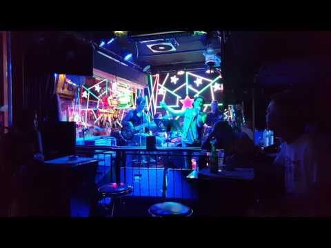 タイ・バンコクのミュージックバー