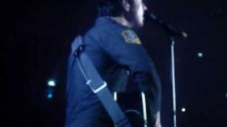 Green Day - Wake Me Up When September End 1 Mins (Live in Bangkok 2010)