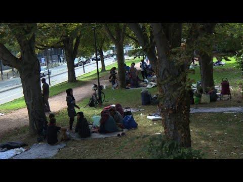 Migrants: en galère d'hébergement, des familles errent à Paris