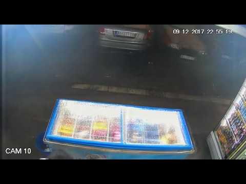 Srpski policajci hapse razbojnika na delu (PS Čukarica)/Serbian police officers arrensting a robbery
