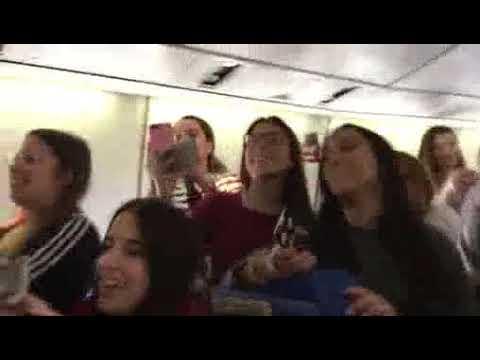 El concierto improvisado de Taburete en un avión