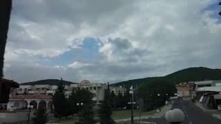 Святой Влас, Болгария, вид на горы, ускоренная съемка(На видео хорошо видно, как горы отсекают облака, создавая