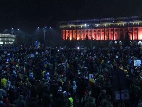 Massive Anti-Government Protest Fills Bucharest