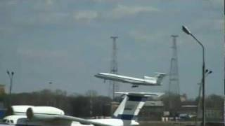 Russian Airliner Tupolev TU-154 Airplane Flight Control Problems(http://AviationExplorer.com - Russian made Tupolev Tu-154 jet appears drunk as it lurches through the sky before safely landing at a military airfield. The military ..., 2011-05-27T00:37:42.000Z)