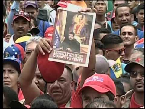 Maduro lee decreto con las bases comiciales de la Asamblea Nacional Constituyente
