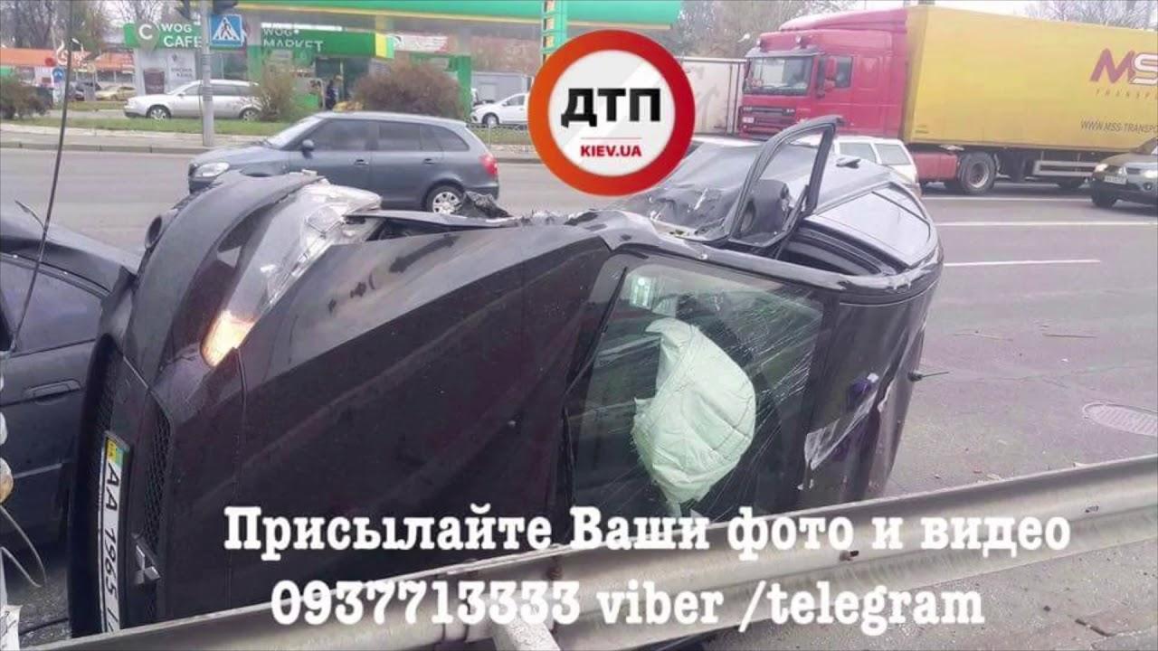 Авария в Киеве на Подоле, где столкнулись Митсубиши и БМВ: