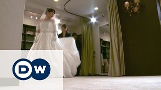 Отчаявшиеся японки выходят замуж сами за себя