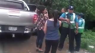 Guardias y turbas orteguista   hostigando a Monseñor Álvarez thumbnail