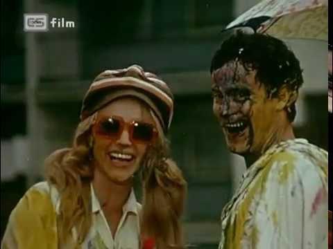 Naďa Urbánková a Jan Tříska v grotesce z filmu Lucie a zázraky (1970)