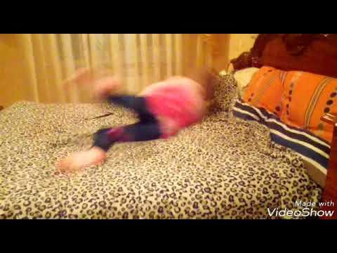 Грудастая подруга прыгает на секс игрушке