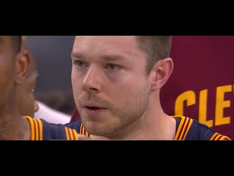Delly makes Iggy go nuts!
