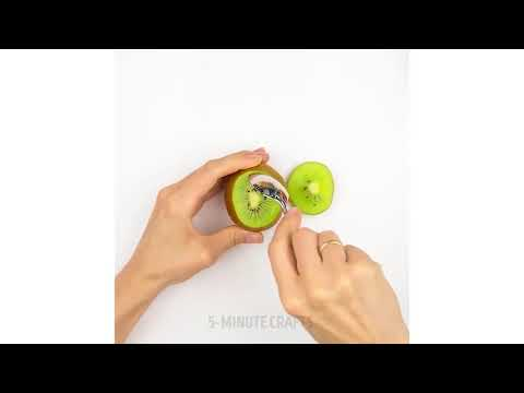 How to eat Kiwi effortlessly