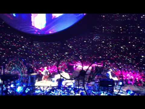Coldplay -- Chris Martin Messes up Paradise -- Chicago -- 8/7/2012
