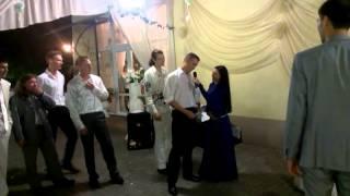 Жених бросает подвязку на свадьбе. Ведущая Екатерина Пилипенко. г.Запорожье Украина