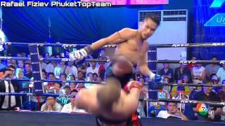 Kickboxer Avoids A Kick In The Head With An Epic