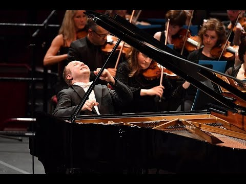Rachmaninoff Piano Concerto No. 3 in D minor - Alexander Gav
