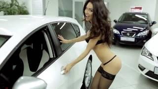 Сексуальная девушка в рекламе Авто. Смотреть.