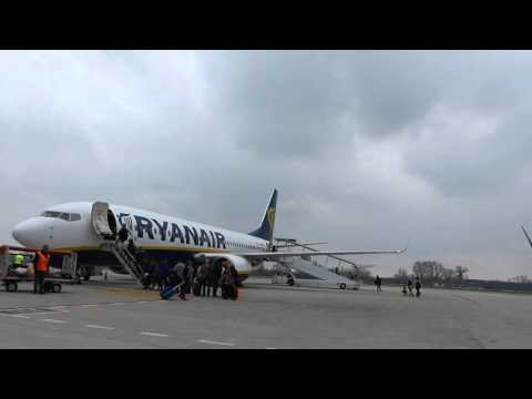 ᴴᴰRYANAIR ✈ B737-800 ✈ taxi,takeoff and climb from Venice Treviso Airport