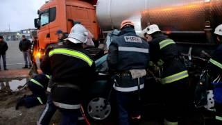 Рятувальники деблокували тіла 3 загиблих та 1 постраждалого внаслідок  ДТП