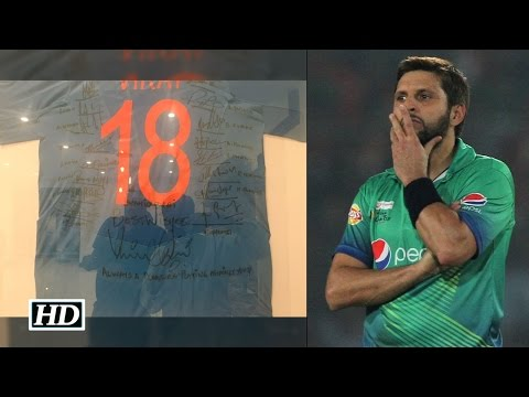 Unique gift for retired Afridi from Indian team