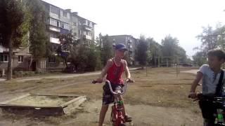 Буксуем уроки трюков на  велосипедах
