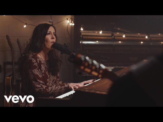 Shelly E. Johnson - Silent Night (Heaven Draws Close) (Official Music Video)