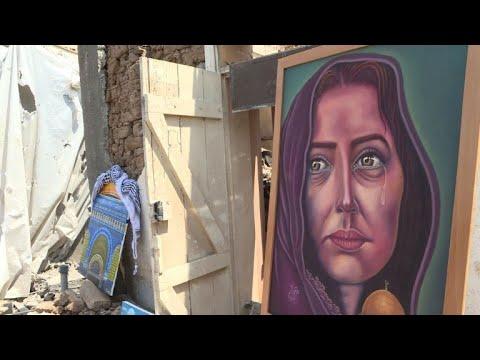 أعمال فنية على أنقاض الدمار الذي خلفته الصواريخ الإسرائيلية