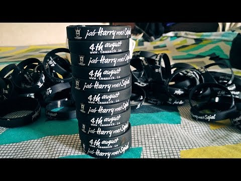 Download Unboxing Jab Harry Met Sejal Wristbands | Team Shah Rukh Khan First Day First Show