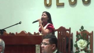 CANTORA MELQUÊNIA PAULA LOUVANDO A DEUS NA CIDADE DO CONDADO PE