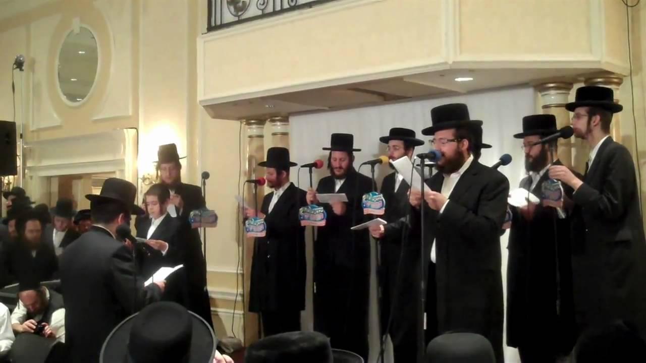 Shragy Gestetner sings with Mezamrim Choir at RCCS  Part 2/2