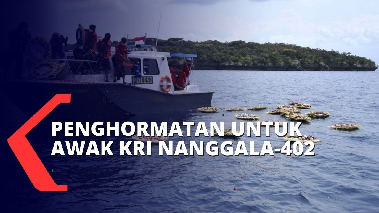 Upacara Tabur Bunga di Tengah Laut untuk Penghormatan Awak KRI Nanggala-402