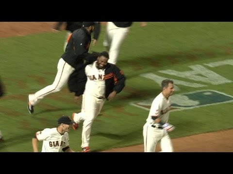 SD@SF: Giants use popups to rally for walk-off win