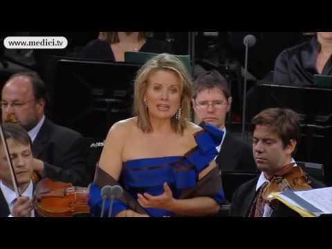 Renée Fleming sings Puccini Turandot at the Waldbühne concert 2010
