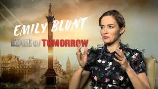 Emily Blunt speaks fluent portuguese and loves Krav-Magá