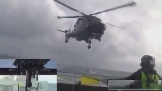 Супер профессиональная посадка вертолета на корабль во время сильного   шторма