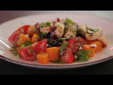 recette-d'automne-:-salade-de-riz-noir,-poulet,-tomates-et-butternut-aux-amandes-tout-bio
