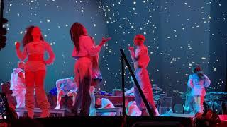 Download lagu Ariana Grande - Christmas & Chill Medley Live - Day 2 - San Francisco, CA - 12/18/19