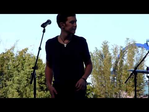Scotty McCreery -The Trouble With Girls LIVE at SeaWorld