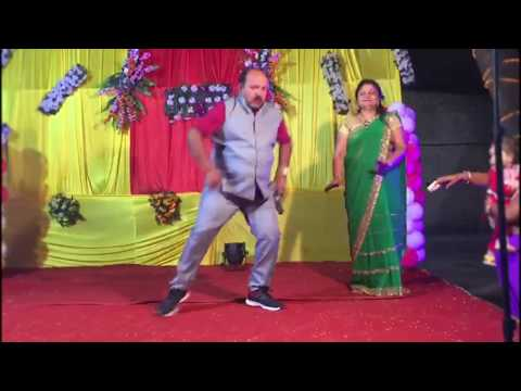 Amazing Dancing Uncle  on Mai Se Meena Se Na Saqi Se Song | Sanjeev Srivastava