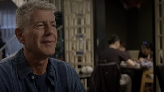 Anthony Bourdain gets a taste of Chicago