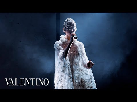 Download Valentino | FKA Twigs Live Performance x #ValentinoMenFW20 Mp4 baru