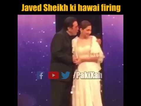 Javed Sheikh tries to KISS Mahira Khan at LUX STYLE AWARDS 2018  PakiXah