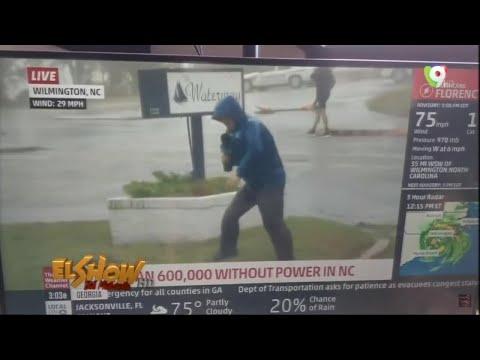 ¿El meteorólogo o mentiorologo? Reportero del clima aparentemente finge se empujado por el viento