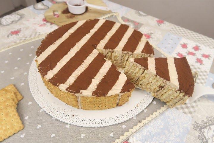Ricetta dolce con biscotti secchi e ricotta