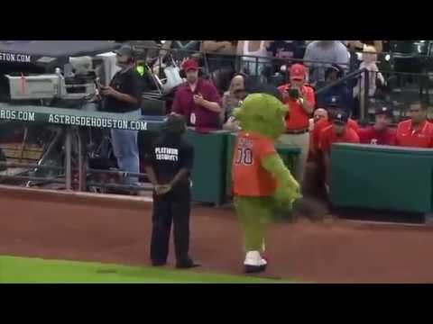 SECURITY GUARD VS MASCOT DANCE OFF!