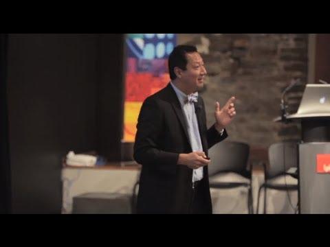 Santa Ono: Building Community via Social Media