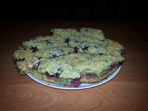 Тёртый пирог с вишней, яблоком и безе.